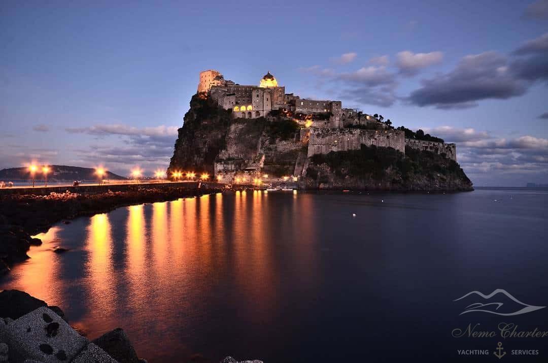 Visita il castello di Ischia