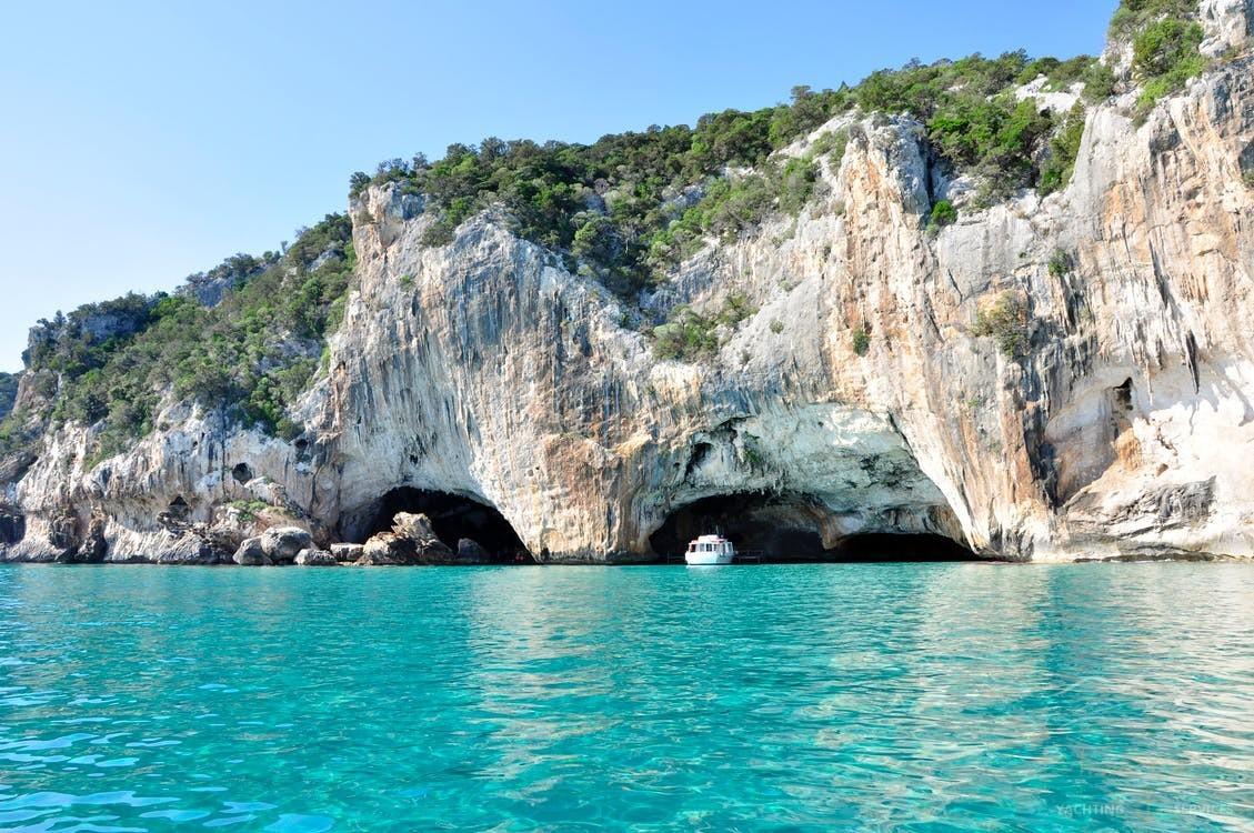 Scopri Capri in una vacanza dal catamarano